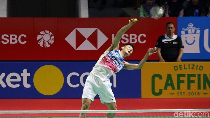 Chen Long saat tampil di Indonesia Open 2019 di hari kedua. (Agung Pambudhy/detikSport)