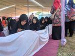 Lewat Batik Sepanjang 72 Meter, Motif Sendang Khas Lamongan Dipromosikan