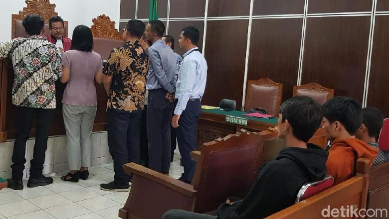 Sidang Praperadilan Ganti Rugi 4 Pengamen Korban Salah Tangkap Ditunda