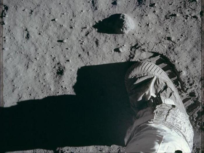 Pendaratan di Bulan dalam misi Apollo 11. Foto: Reuters