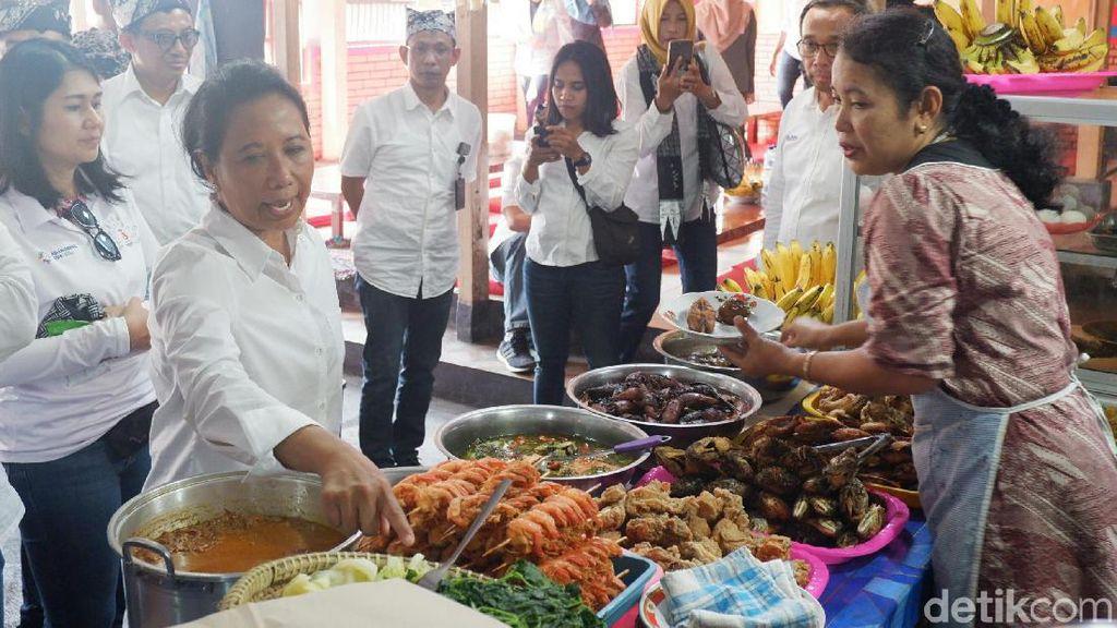 Cicipi Sego Tempong, Menteri Rini: Pedasnya Dahsyat