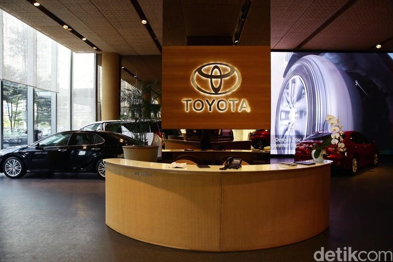Salah satu diler mobil Toyota di Indonesia, Auto2000 meresmikan diler di kawasan bintang Jakarta, Jalan Sudirman. Diler ini boleh jadi merupakan yang termewah di Indonesia.