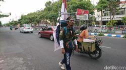 Pria Ini Sambut HUT RI dengan Jalan Mundur dari Tulungagung ke Jakarta
