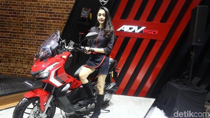 Tanpa prosesi khusus, PT Astra Honda Motor (AHM) menampilkan motor barunya di pameran Gaikindo Indonesia International Auto Show (GIIAS) 2019.