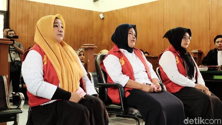 3 Emak Terdakwa Kampanye Hitam Pada Jokowi Dituntut 8 Bulan Bui