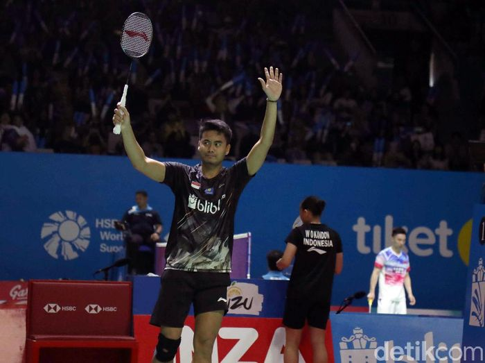 Ganda Campuran Indonesia, Tontowi Ahmad/Winny Oktavina Kandow melaju ke babak 8 besar Indonesia Open 2019. Keduanya menumbangkan wakil Thailand 2 gim langsung.