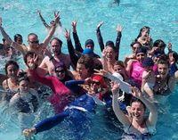 Wanita muslim nekat langgar aturan pakai burkini di kolam renang di Prancis