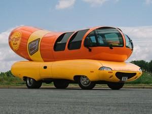 Serunya Jalan-jalan dan Bermalam di Mobil Berbentuk Hot Dog