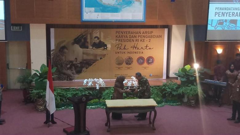 Mbak Tutut Serahkan Arsip Statis Presiden Soeharto ke ANRI