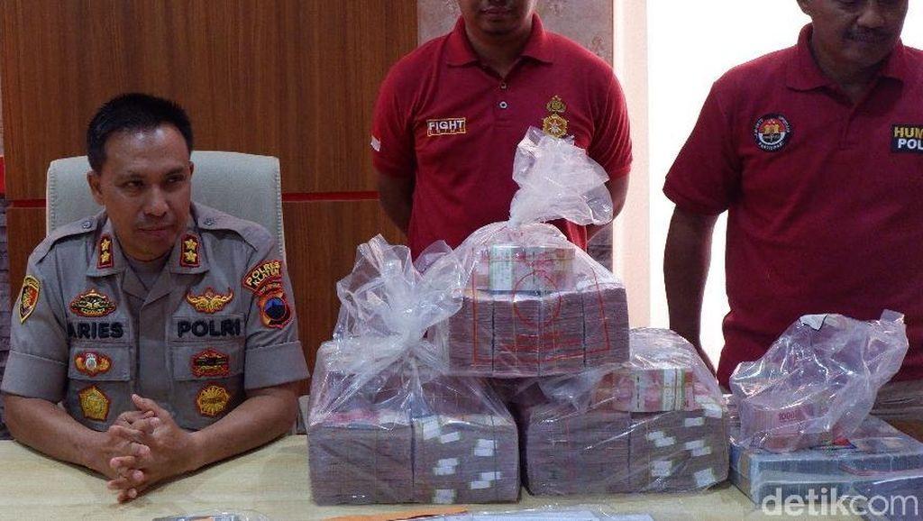 Penampakan Duit Miliaran Kasus Investasi Bodong yang Korbannya 1.800 Orang