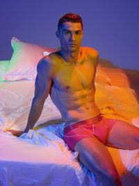 Promosi Underwear, Cristiano Ronaldo Pamer Perut Sixpack