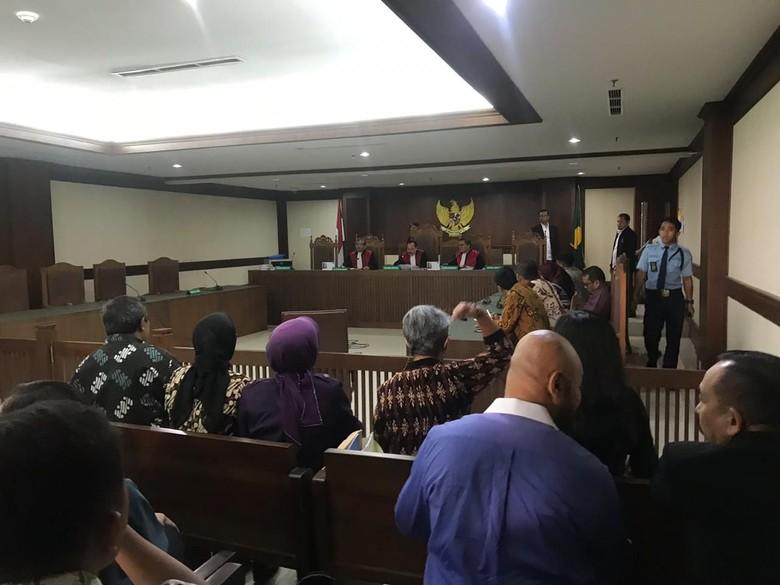 Sempat Diserang Pengacara, Hakim Tetap Tolak Gugatan Tomy Winata