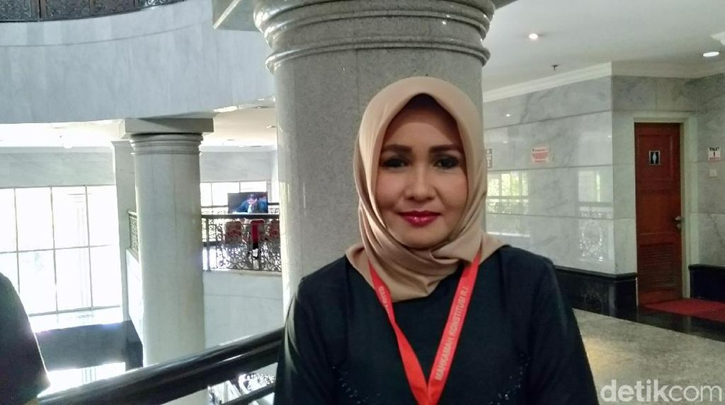Canda Hakim MK Soal Foto Evi: Kita Harus Tanya Kahitna Siapa yang Cantik