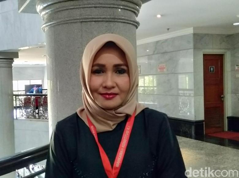 Tuding Balik Farouk soal Edit Foto, Evi: Rambutnya Pakai Wig