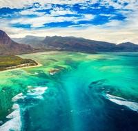 Kamu akan dibuat takjub oleh pemandangan di laut Mauritius, sebuah negara di Afrika Timur. (iStock)