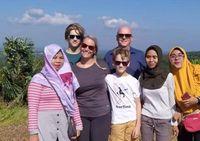 Turis mancanegara dan turis lokal ramai berkunjung ke Bukit Korea (Harianto/detikcom)
