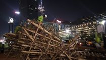 Potret Pembongkaran Bambu Getah Getih di Bundaran HI
