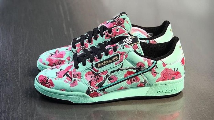 Sneakers adidas seharga Rp 14 ribu hasil kolaborasi dengan Arizona Ice Tea. Foto: Instagram/@drinkarizona