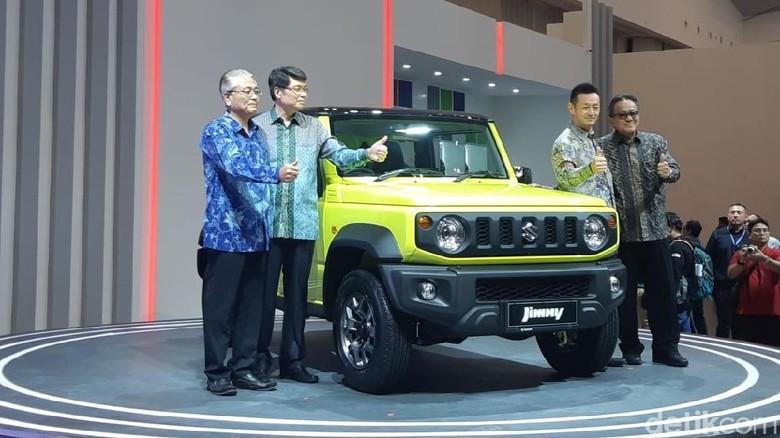 Manajemen Suzuki meluncurkan Jimny di GIIAS 2019 Foto: Ridwan Arifin