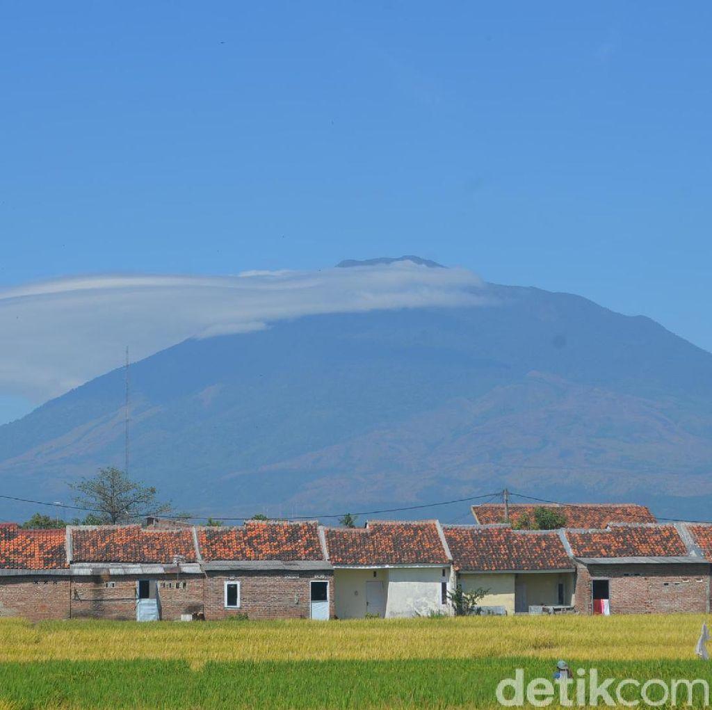 Mirip di Gunung Rinjani, Topi Awan Juga Hiasi Gunung Ciremai