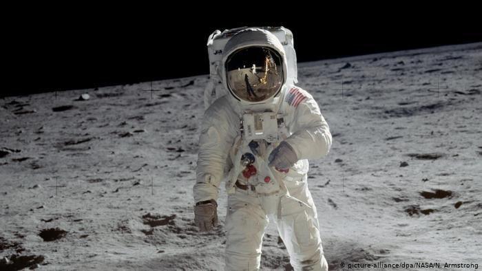 Ilustrasi misi ke Bulan