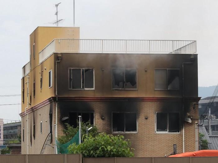 Gedung yang menjadi studio Kyoto Animation hangus terbakar (JIJI PRESS/AFP)