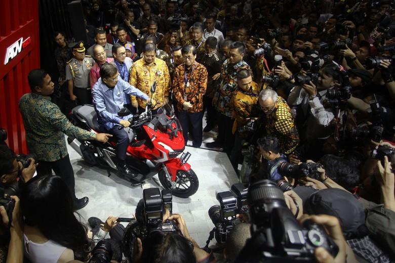 JK saat duduk di atas motor Honda. Foto: Rifkianto Nugroho