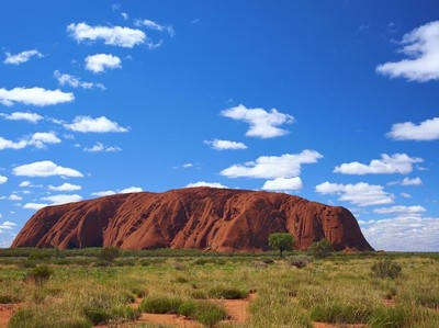 Orang Aborigin Marah, Batu Sucinya Didaki Turis