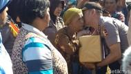 Gelar Bakti Sosial Pada 60 Ribu Warga, Polri Raih Rekor Muri