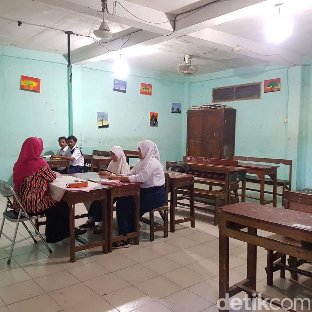 Ini Kata Risma Soal Sekolah Swasta di Surabaya yang Kurang Murid