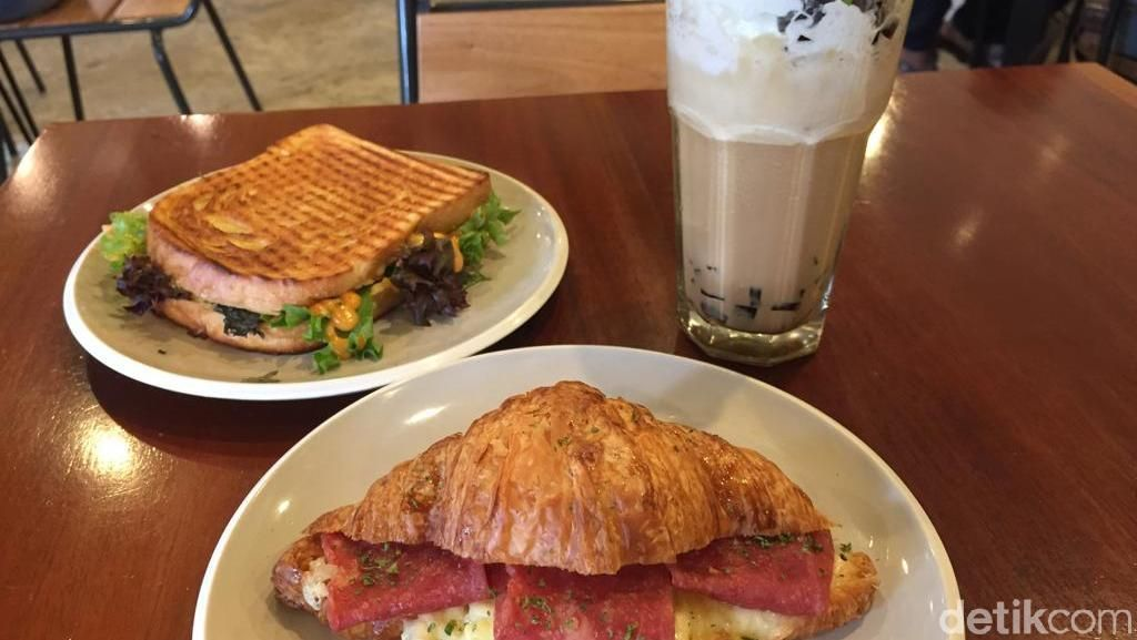 Stillwater Coffee & Co: Ada Croissant Keju Renyah di Coffee Shop Homey