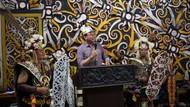 Terima Gelar Kehormatan dari Dayak Kaltim, BTP Diteriaki Ahok Presiden