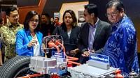 Menperin Airlangga yang semasa kuliah mengambil jurusan Teknik Mesin tertarik dengan inovasi dan teknologi ramah lingkungan yang dikembangkan Mitsubishi di mobil mereka tersebut.