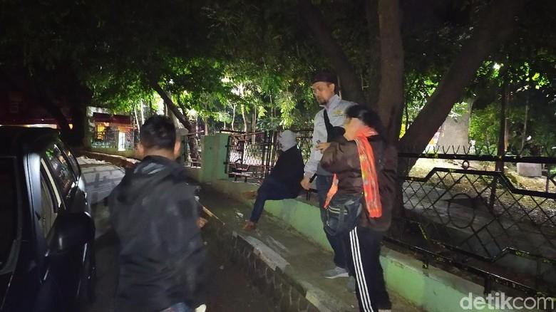 Polres Garut Ciduk Nenek yang Edarkan Miras via Online