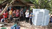 Bupati Pandeglang Kirim Bantuan untuk Rumah Guru Honorer yang Tinggal di WC