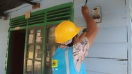 Pegawai BUMN Urunan Bantu Warga Belitung Dapat Pasokan Listrik