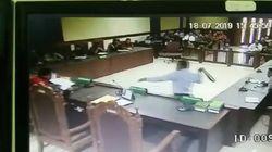 Khilaf Pengacara TW Sabet Ikat Pinggang Saat Hakim Bersidang