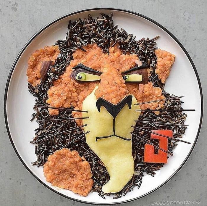 Food Artist terkenal ini banyak mengunggah kreasi menu makanan yang dbentuk berkarakter kartun yang lucu. Seperti yang satu ini terbuat dari kentang tumbuk dan wild rice bisa dibentuk bergambar Lion King. Foto: Instagram @jacobs_food_diaries