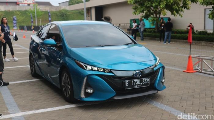 Test Drive Toyota Prius Plug-in Hybrid Electric Vehicle di QBig BSD City, Tangerang