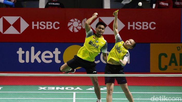 Tontowi Ahmad/Winny Oktavina Kandow tersingkri dari Indonesia Open 2019.  (Agung Pambudhy/detikSport)