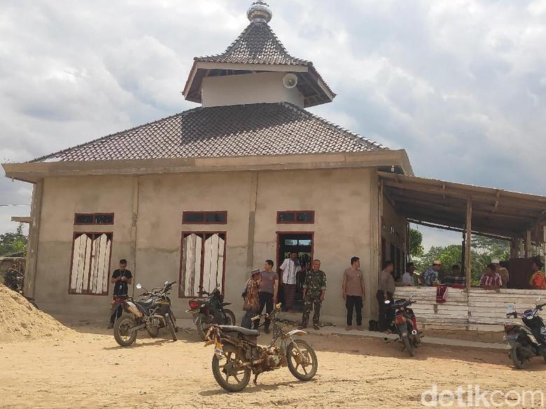 Polisi-TNI Salat Jumat Bersama Warga di Masjid Dekat Lokasi Bentrok Mesuji