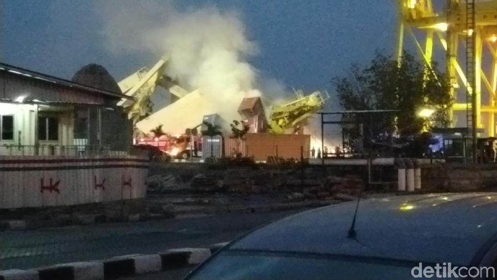 Kebakaran Kontainer di Lokasi Crane Roboh Tak Halangi Evakuasi