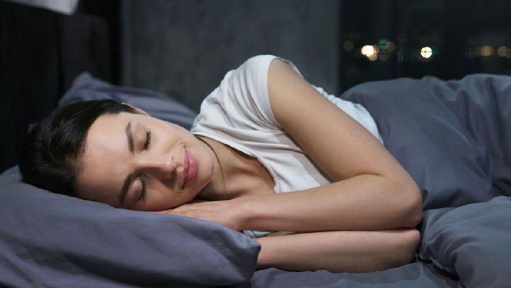 4 Dampak Buruk Tidur Pakai Makeup