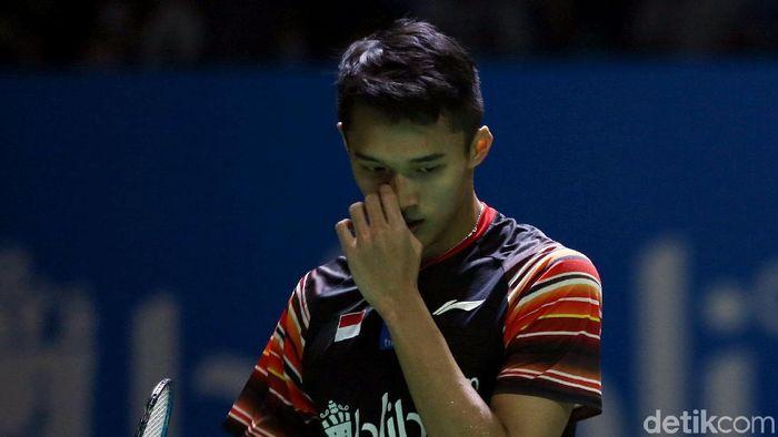Pemain tunggak putra Indonesia, Jonatan Christie gagal menjawan ekspektasi di Indonesia Open 2019. (Foto: Agung Pambudhy/detikcom)