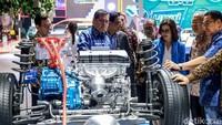 Menteri Perindustrian (Menperin) Airlangga Hartarto hadir di pameran otomotif Gaikindo Indonesia International Auto Show (GIIAS) 2019 di ICE BSD, Tangerang, Jumat (19/7/2019).