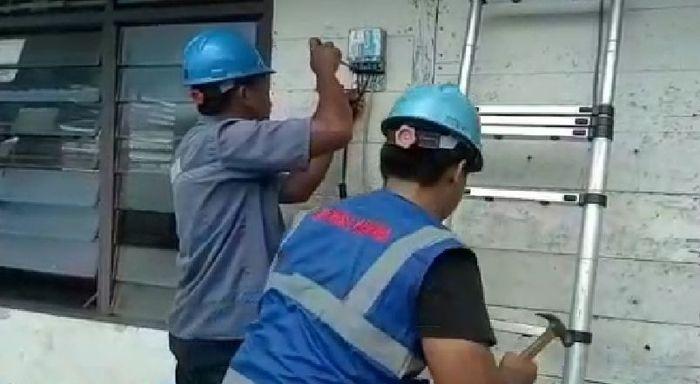 Hal ini merupakan kolaborasi antara PLN unit pelaksana pelayanan pelanggan (UP3) Belitung dengan Forum BUMN Belitong (FBB). Donasi yang dimulai sejak Maret 2019 ini dilakukan oleh seluruh pegawai BUMN di pulau tersebut yang dikoordinir oleh ketua FBB dan masing-masing manajernya. Tak disangka, hasilnya dinilai memuaskan. Forum yang terdiri atas 22 anggota tersebut telah menyambung 208 rumah di Kabupaten Belitung dan 39 rumah di Belitung Timur.