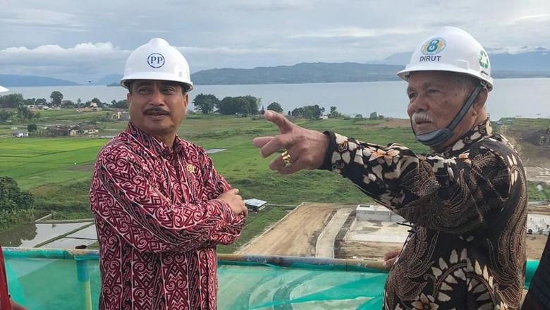 Menteri Pariwisata RI Arief Yahya bersama Dirut BPODT Arie Prasetyo dan Bupati Tobasa Darwin Siagian memantau beberapa tempat di Tobasa, Jumat (19/7/2019).  (istimewa)