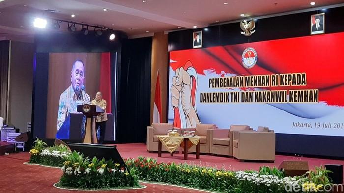 Menteri Pertahanan Ryamizard Ryacudu memberikan pembekalan berkaitan dengan bela negara. (Lisye Sri Rahayu/detikcom)