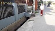 Sadis! 2 Pria di Bekasi Jambret Emak-emak hingga Terseret Motor
