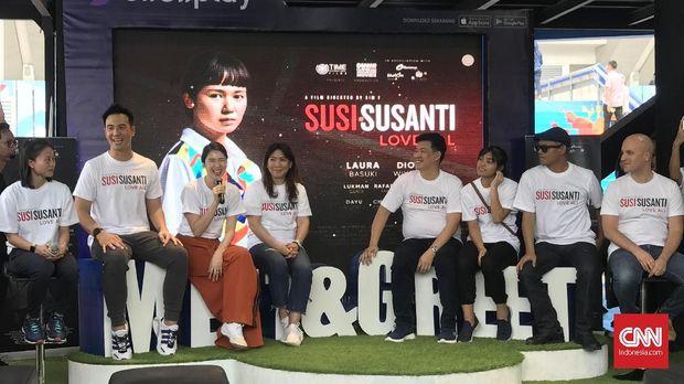 Laura Basuki (ketiga dari kiri) sejak awal berharap mendapat peran sebagai Susy Susanti.